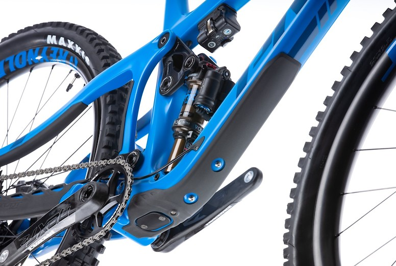 2020 Pivot Switchblade - downtube protector