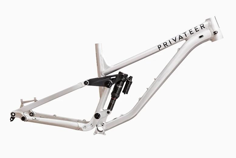 Privateer 161 Enduro (Gloss Raw)