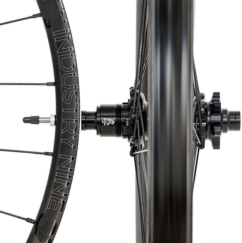 Industry Nine Enduro S Carbon Hydra Wheelset