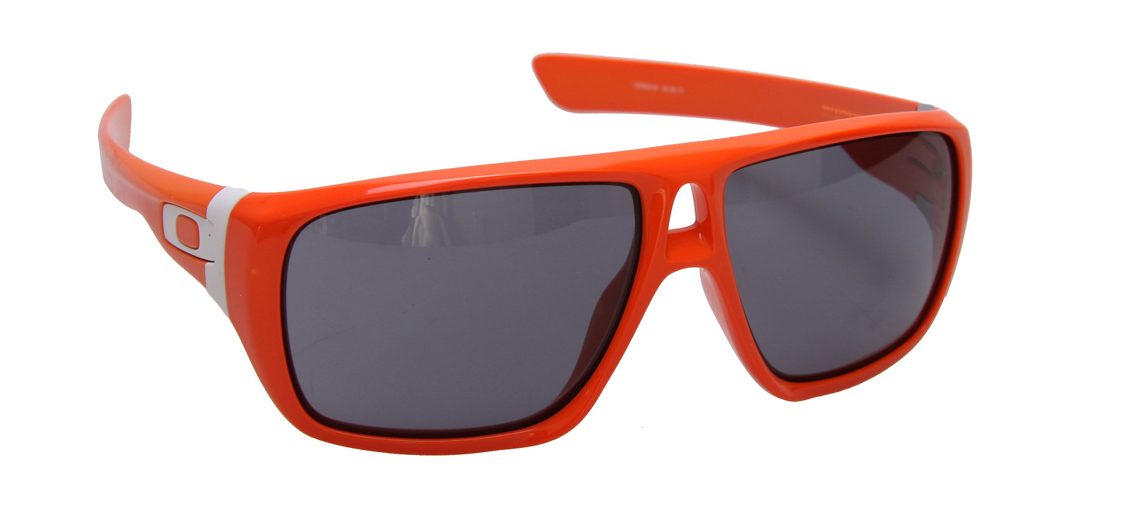 oakley-dispatch-sngls-clementinegry-10