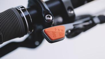 C366x206_loamlever_details_orange