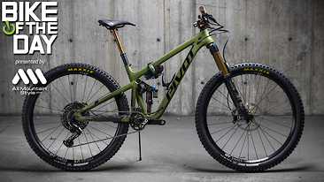 Bike of the Day: Pivot Switchblade V2