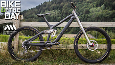 27.5 POUNDS? Bike of the Day: Trek Session 9.9