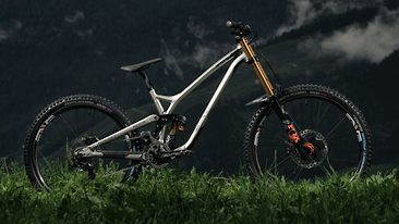 """Commencal Introduces a """"Virtual High Pivot"""" DH Prototype for the 2021 Race Season"""
