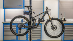 Unior's Electric Bike Stand Does Everything But Build the Bike