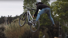 There is Now an e-Dirt Jump Bike (and Someone Does a 360 Bunnyhop on it)