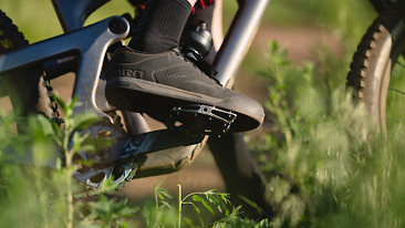 Giro Launches New Latch MTB Flat Pedal Shoes