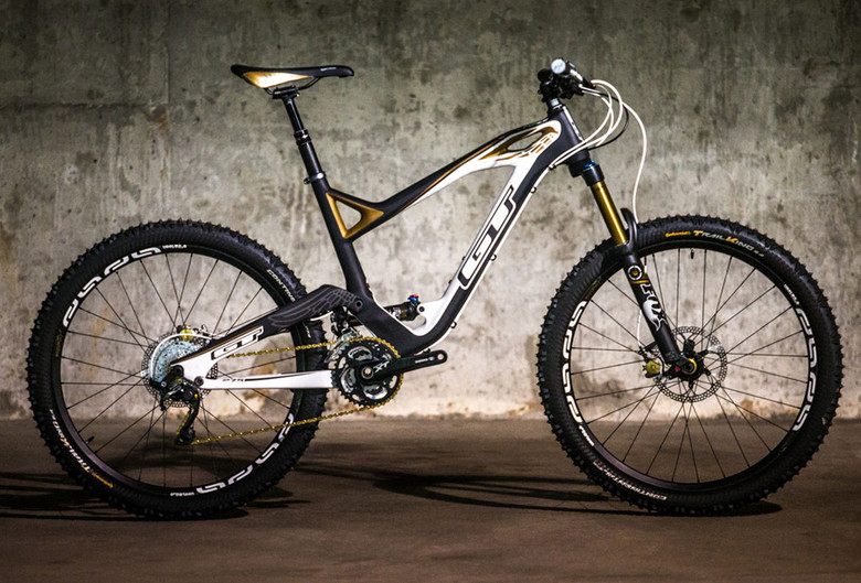 Shown here in the Team edition, the 150mm Force slots perfectly into the all-mountain segment.