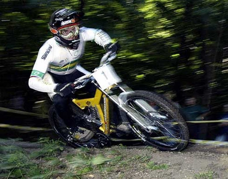 On the way to Junior Gold and the rainbow jersey in Lugano 2003. Photo by a10679330