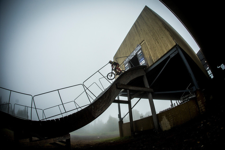 Stevie Smith flying on instruments in the fog. Photo by Sven Martin.