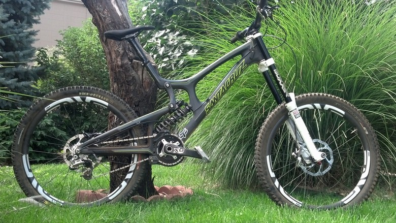 Matt's Santa Cruz V10c that he raced to 2nd place at Masters World Champs in Pietermaritzburg, South Africa.