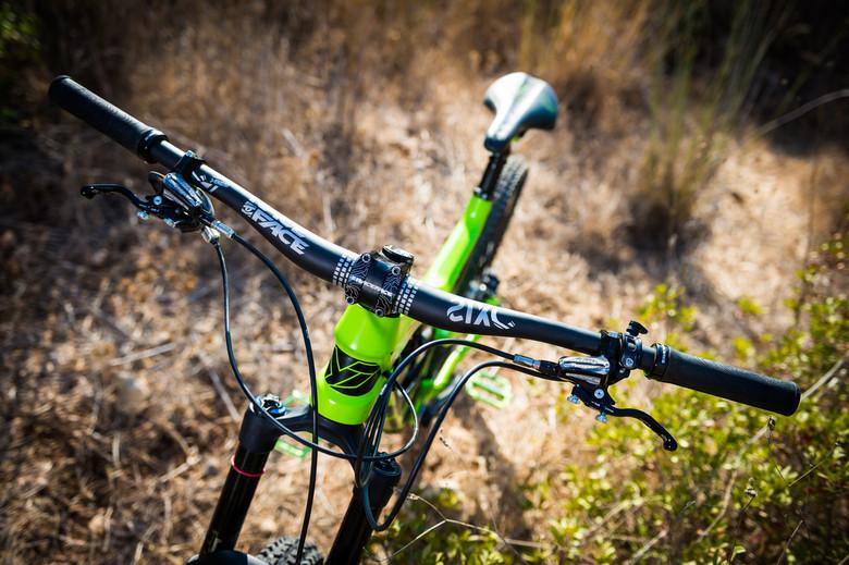 Race Face SIXC Carbon Riser Handlebar 35 x 820mm 20mm Rise Orange