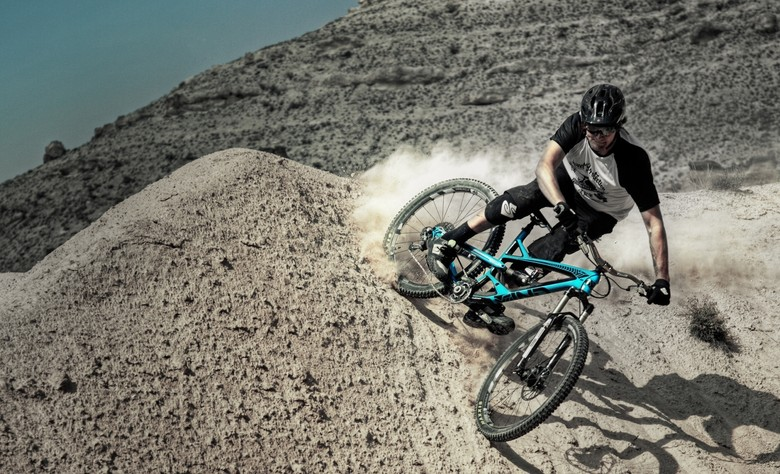 Trond Hansen gets his enduro on with the new and blue Capra CF Pro.