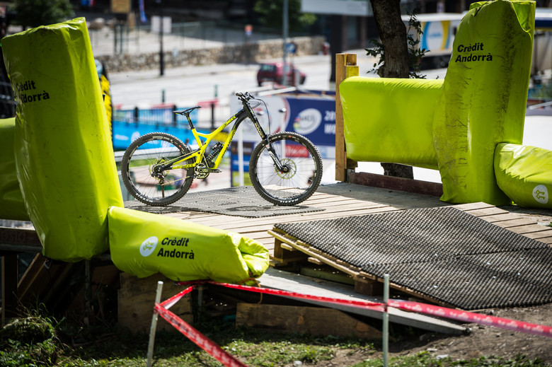 Commencal had high hopes for the new V4 at the World Championships, but luck was not on their side this time. Raincheck!