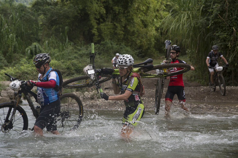 2015 participants crossing the river with their bikes