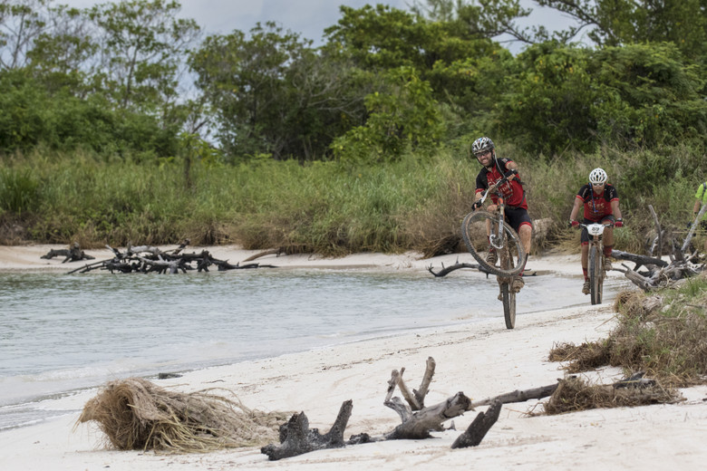2015 Titan Tropic Cuba participants close to the finish line in Cayo Jutia.