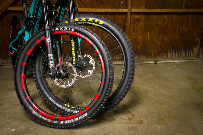 Maxxis High Roller II 27.5 x 2.3 in front of a Maxxis Minion DHF 29 x 3.