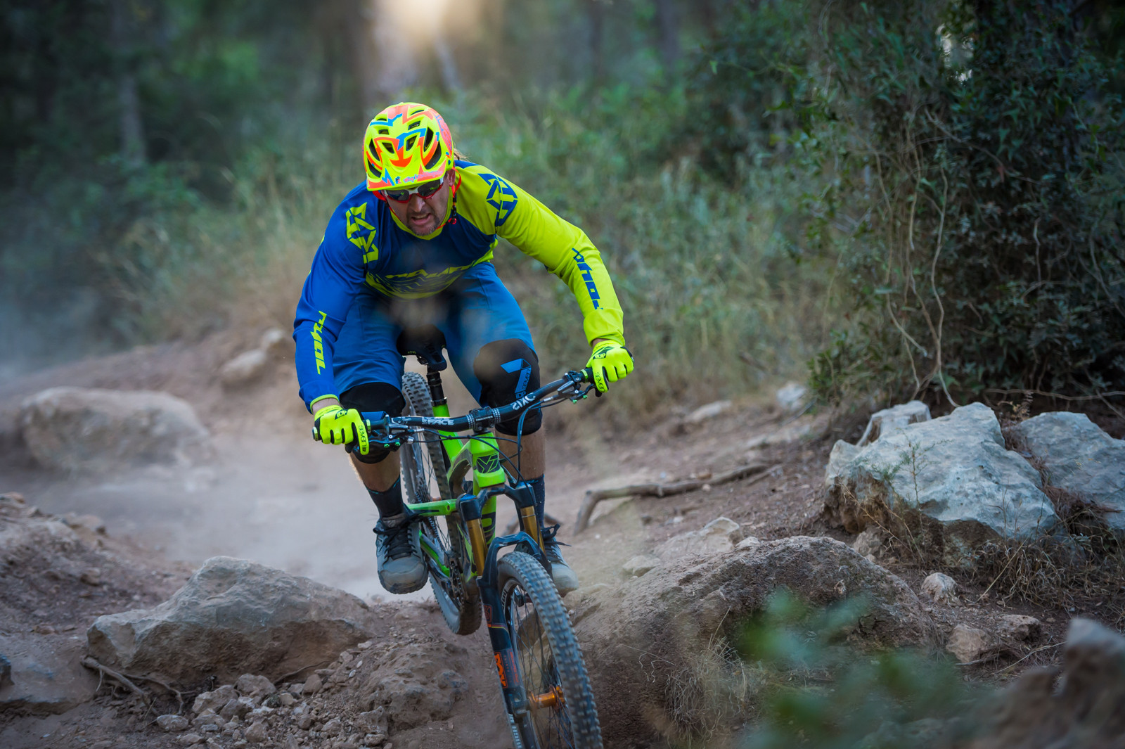 Vital Mtb How To Cockpit Set Up Mountain Bikes Feature Stories Bike Anatomy Diagram On Dirt Jump In The Neutral Position Angles Of Bar Will Help Align Grips With Your Hands When You Are Proper Riding