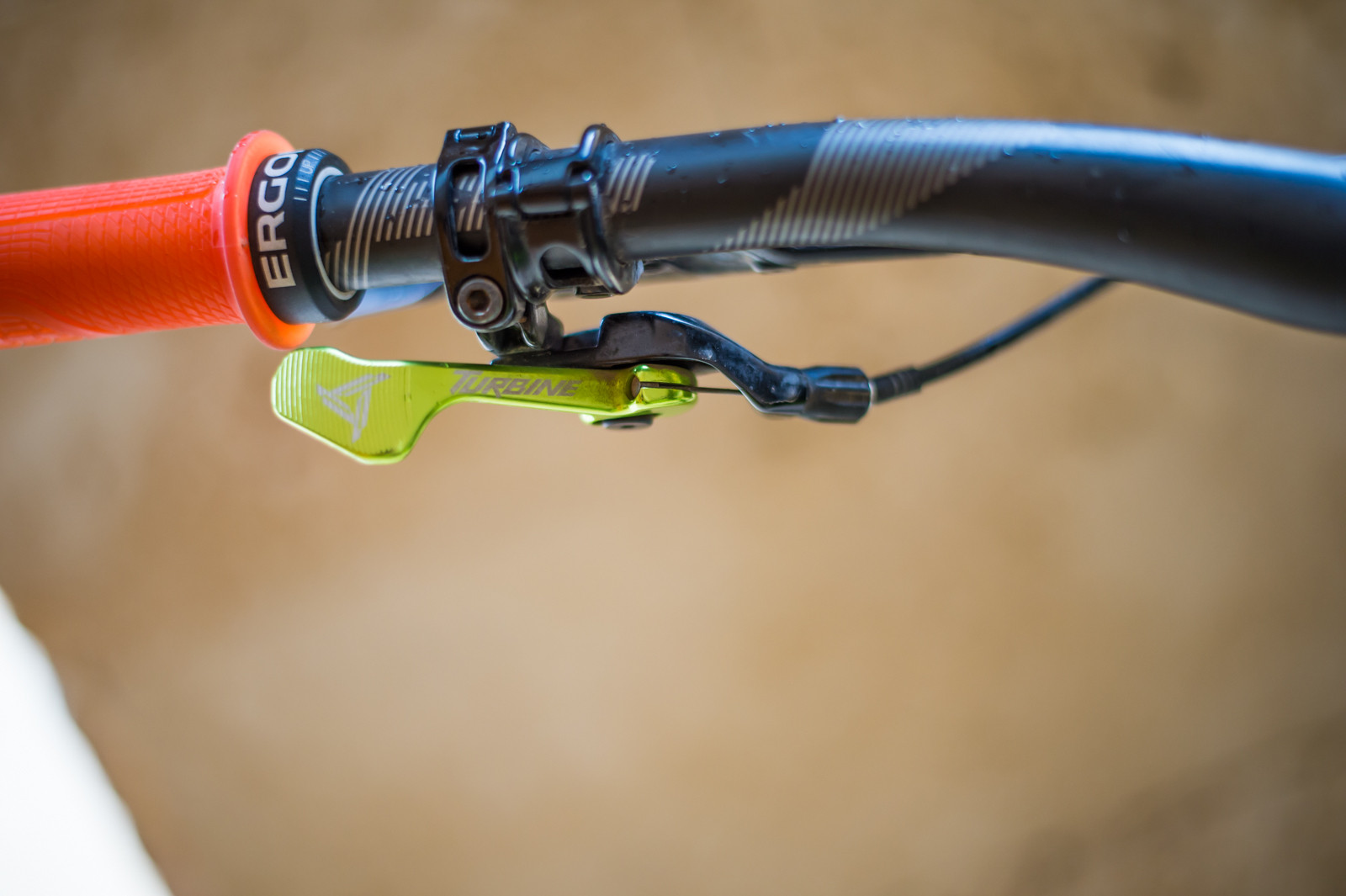 Vital Mtb How To Choose A Mountain Bike Dropper Seat Post Cable Remote Wiring Diagram For Sa 200 If You Run Front Derailleur Are Probably Best Off With That Features Smaller Thumb Operated Lever This Can Typically Be Installed Right