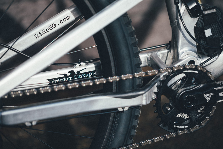 The Freedom Linkage allows riders to fine tune the platform to their local terrain and performance characteristics.