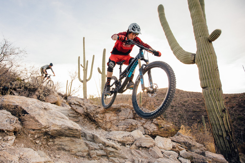 a comparison of crew and mountain biking Dual suspension vs rigid mountain bikes for beginners by ryan hotchkiss it's a mistake to think a mountain biking without suspension isn't worthwhile.
