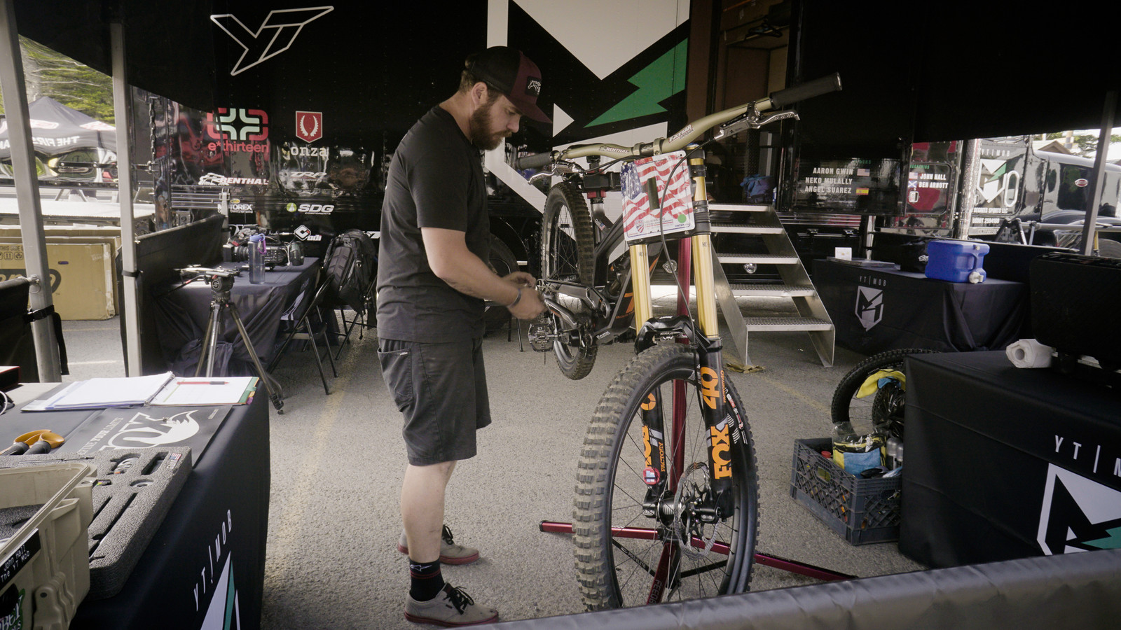 John Hall doing some bike whispering to Gwin's YT know that the rocks can't hurt it today.