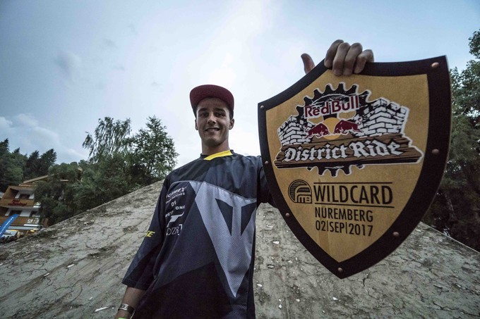 Simon Pages with his wildcard for Red Bull District Ride