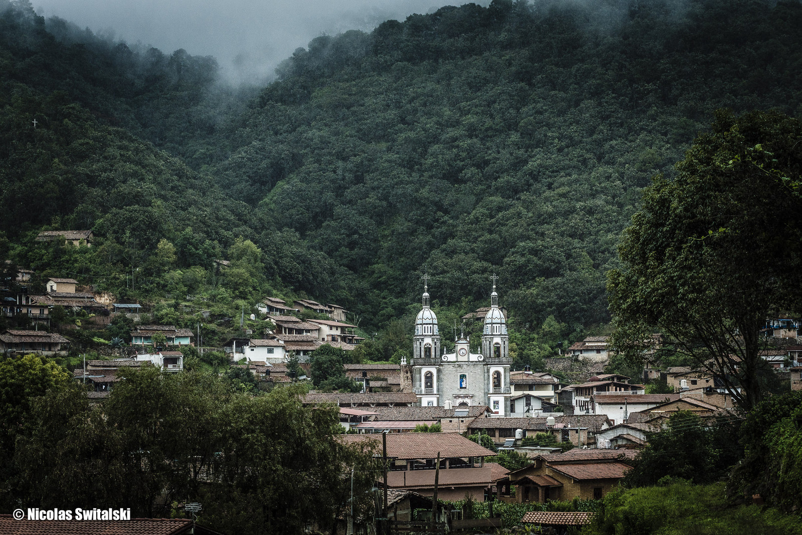 The town of Navidad is part of the Mascota municipality, Navidad dates back to the mid-1600's, more precisely 1644 when they started mining the area. Most of the trails date to this period.