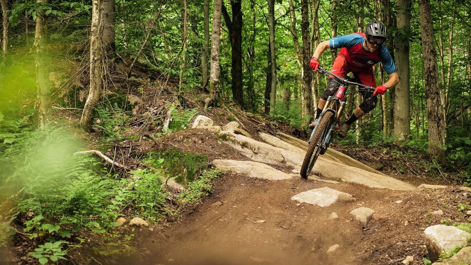 """""""The 2.5 DHF MaxxGrip DoubleDown is the perfect combination of grip, rolling resistance, volume, puncture resistance and weight for me."""" – Antoine"""