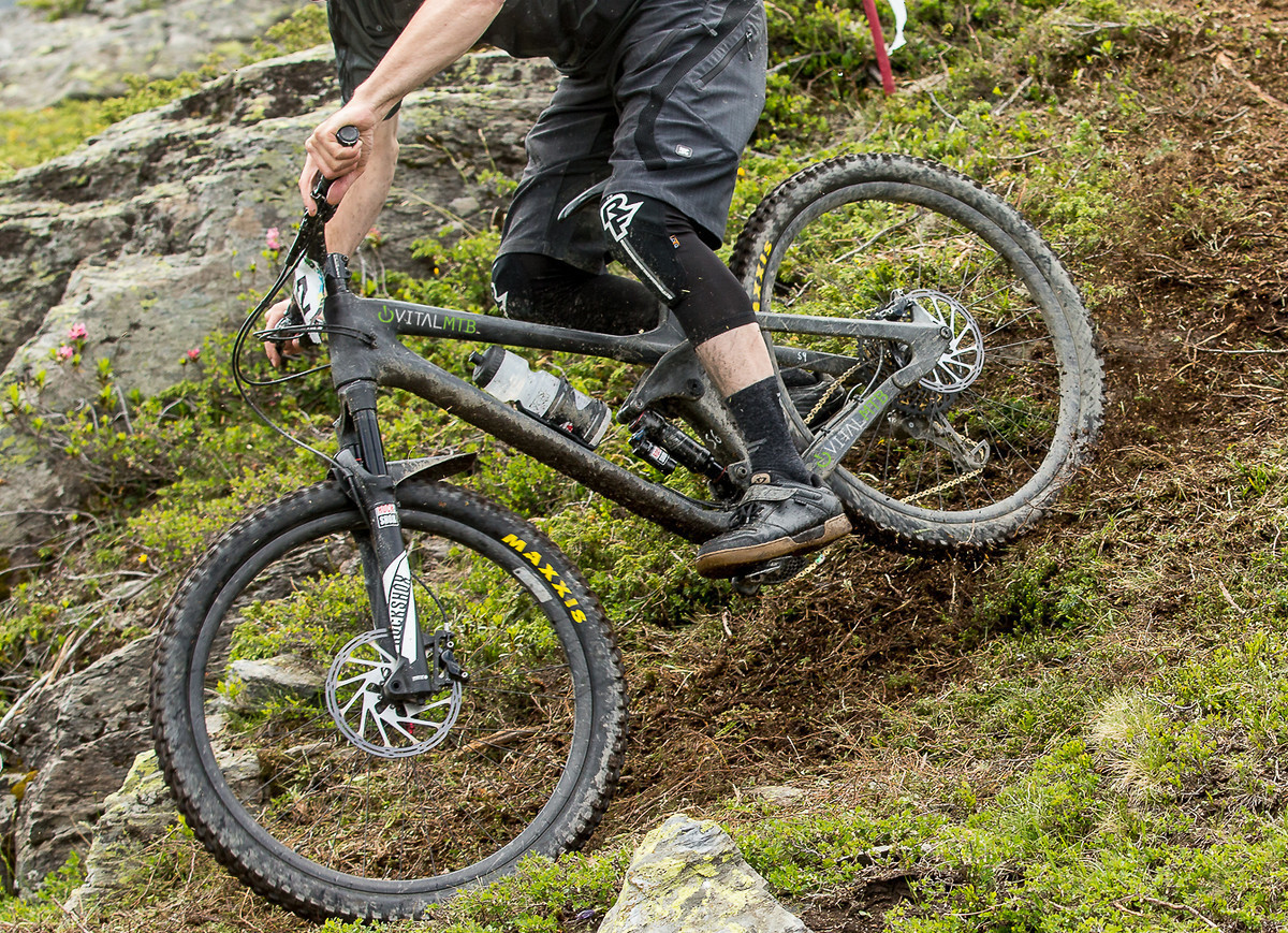 2016, La Thuile EWS. A Rocky Mountain product specialist was ripping the new Slayer. Sometimes we get carried away with some *stickers* when we know a photo is going to get poached. As Vital forum sleuthers pointed out, if a bike is in carbon, it's probably pretty darn close to production.