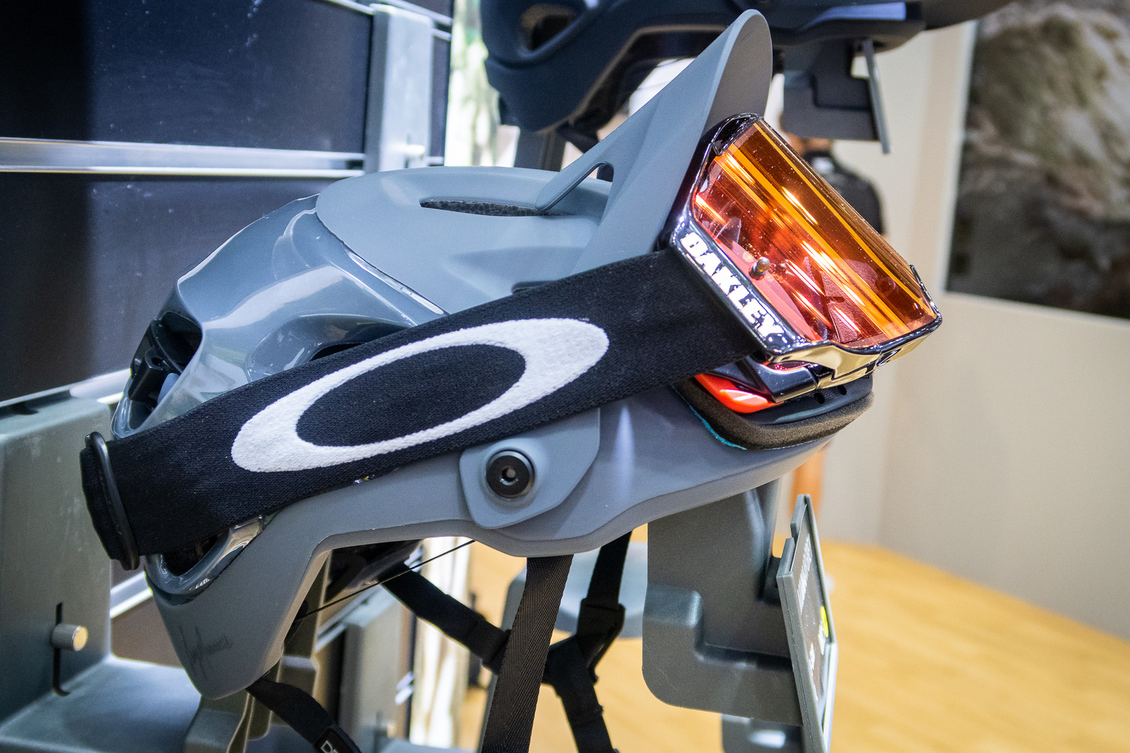 048823f5bebd0 Oakley DRT 5 Helmet at Eurobike 2018 - Mountain Bikes Feature ...