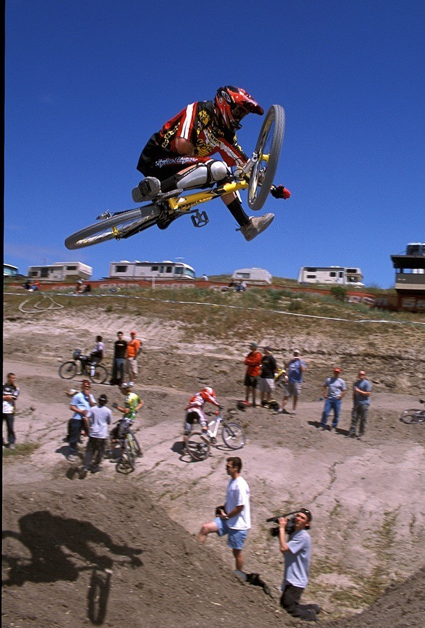 Rennie flat-pedal one-foot flatty on the Sea Otter MTX course in 2003.