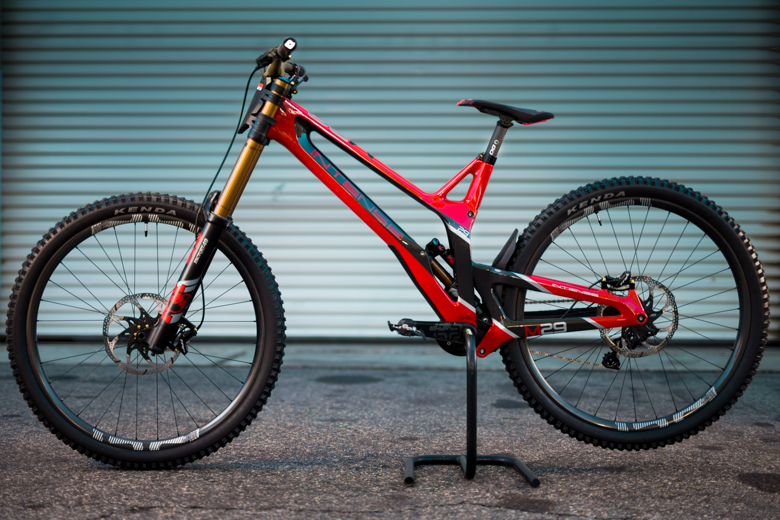 38f4ddb68cb Intense Factory Racing has gone from the SRAM/RockShox/ENVE/Maxxis builds  of 2018 to the semi-random-but-now-proven assortment of parts ...