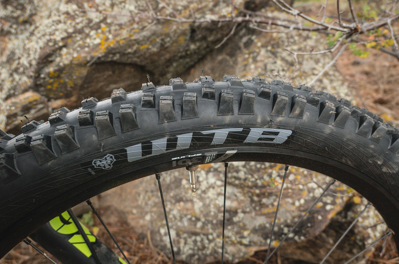 27.5 x 2.6 Folding WTB Vigilante Tire TCS Tubeless Light High Grip Black
