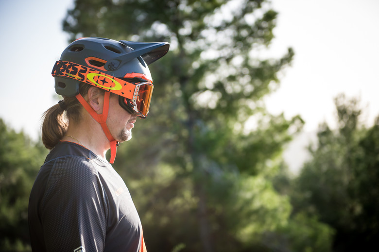 13381ce3f9b This underlines what we really see as the strength of this helmet  a  two-in-one solution for those wanting a little more protection on shuttle  days or the ...
