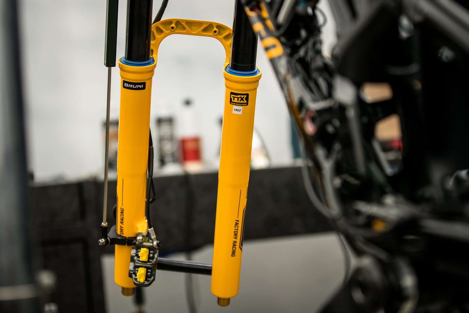 Is there more to Loic's new fork than just the color?