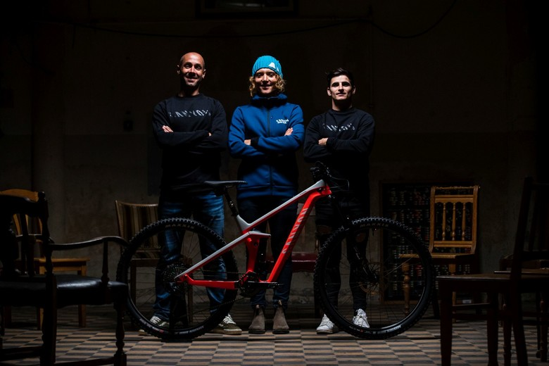 Canyon Factory Enduro Racing 2020: mentor Fabien Barel, pro riders Ines Thoma and Dimitri Tordo, and the new Strive CFR.