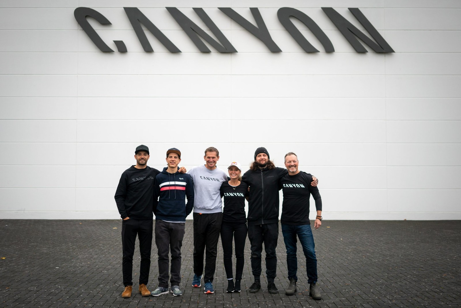 Emily's new team: coach and husband Adam Morka, Canyon Product Manager Julian Biefang, Pro Sport Managers Andreas Walzer and Larry Hartwich, plus Emily's team manager Simon Williams.