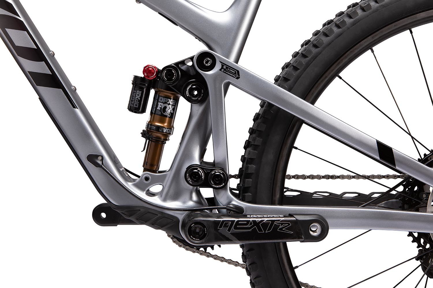 That flip-chip on the upper linkage? Yes, it can be used to set up the Pivot Trail 429 with a 27.5-inch rear wheel. Throw in a headset spacer from Pivot and the Trail 429 can run 27.5+ tires.