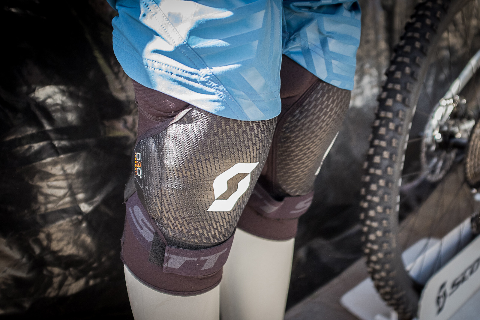Scott Grenade EVO Knee Guard - PIT BITS - New 2017 Products from Crankworx Whistler - Mountain Biking Pictures - Vital MTB