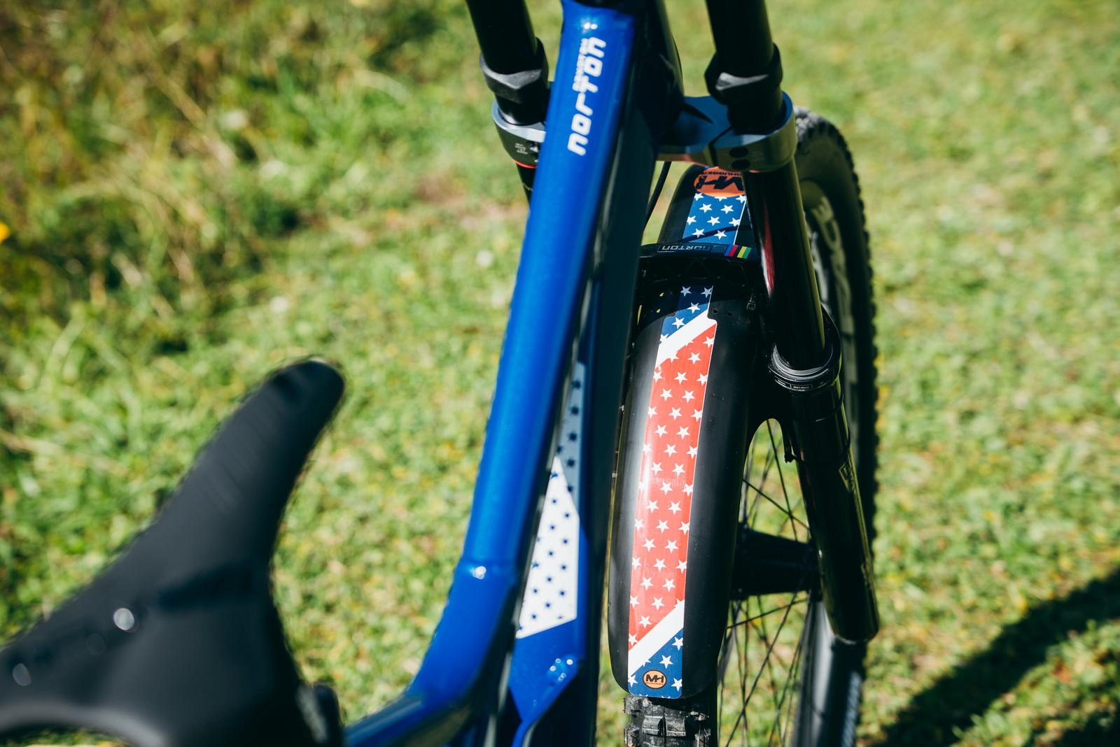 Custom Mudhugger Fender - WORLD CHAMPS BIKES - Unior/Devinci Factory Racing - Mountain Biking Pictures - Vital MTB