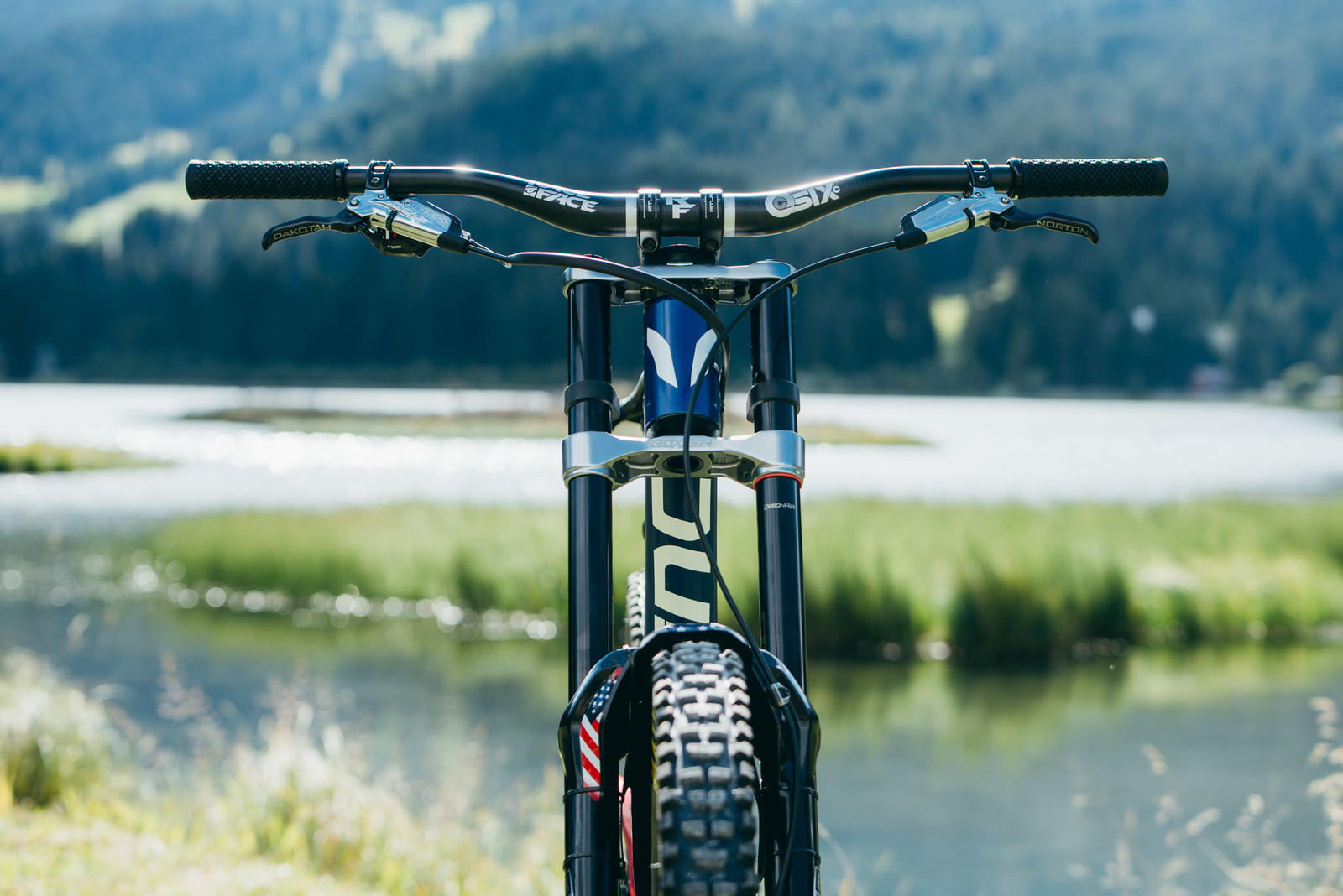 Looking Tidy - WORLD CHAMPS BIKES - Unior/Devinci Factory Racing - Mountain Biking Pictures - Vital MTB