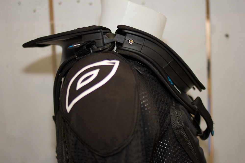 2013 Moveo Neck Brace Extreme - 2013 Apparel and Protective Wear at Eurobike 2012 - Mountain Biking Pictures - Vital MTB