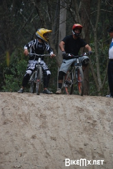 Van Dine at 4X practice - bturman - Mountain Biking Pictures - Vital MTB