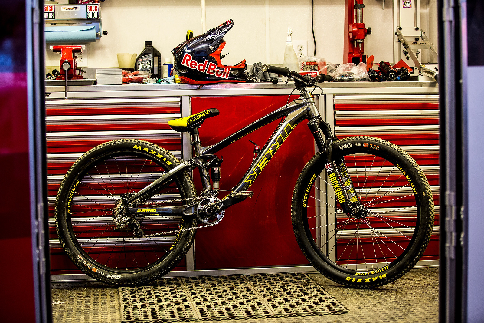 Brandon Semenuk's Winning Bike and Red Bull Joyride Run - Winning Bike: Brandon Semenuk's Trek Ticket S - Mountain Biking Pictures - Vital MTB