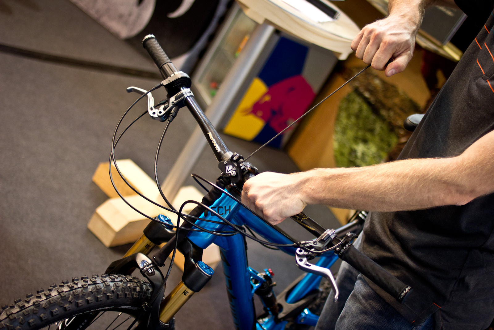 Vecnum Leveloc Fork Travel Reducer - 2014 Mountain Bike Components at Eurobike 2013 - Mountain Biking Pictures - Vital MTB