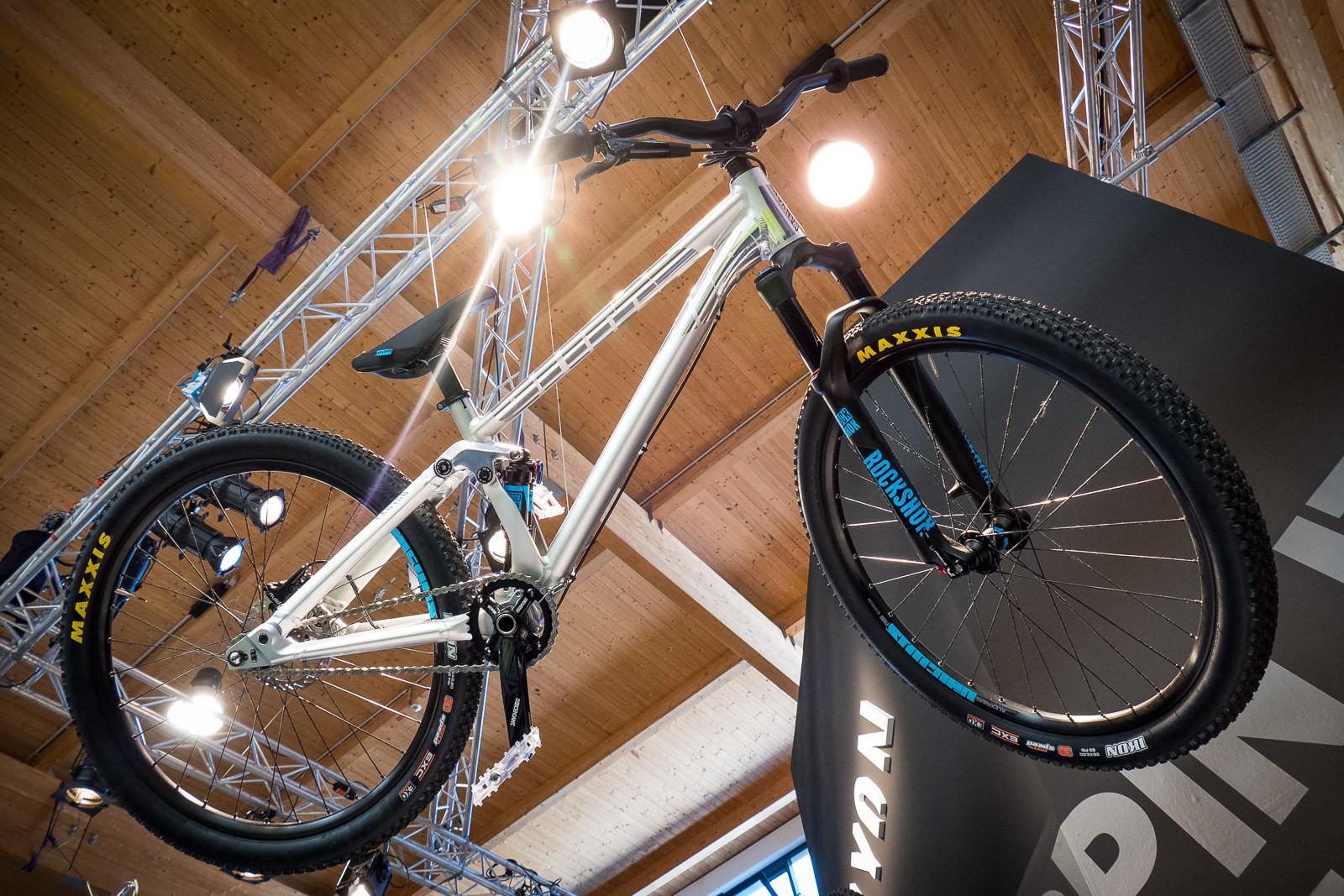 2016 canyon stitched 720 slopestyle bike 2016 downhill. Black Bedroom Furniture Sets. Home Design Ideas