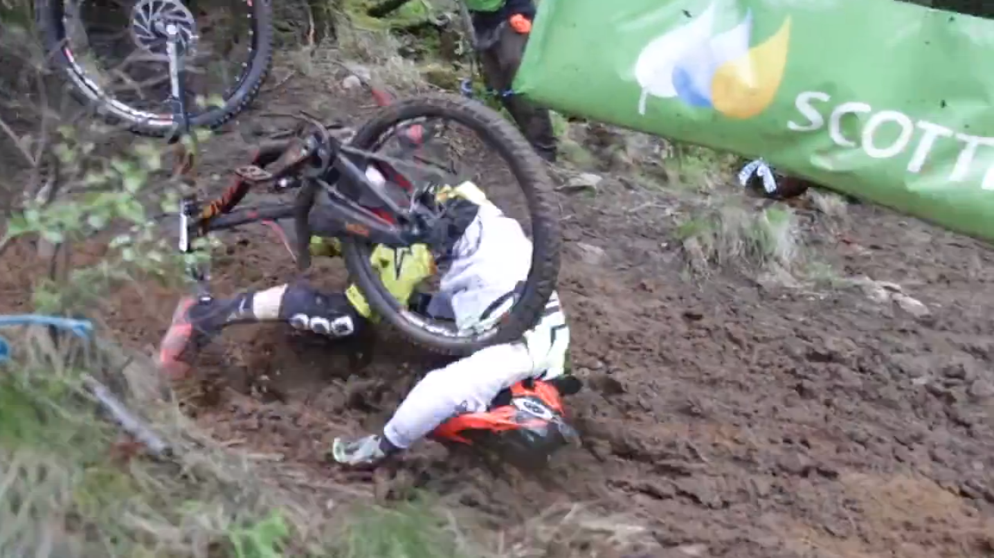 CARNAGE! 32 Muddy Crashes at the Fort William World Cup