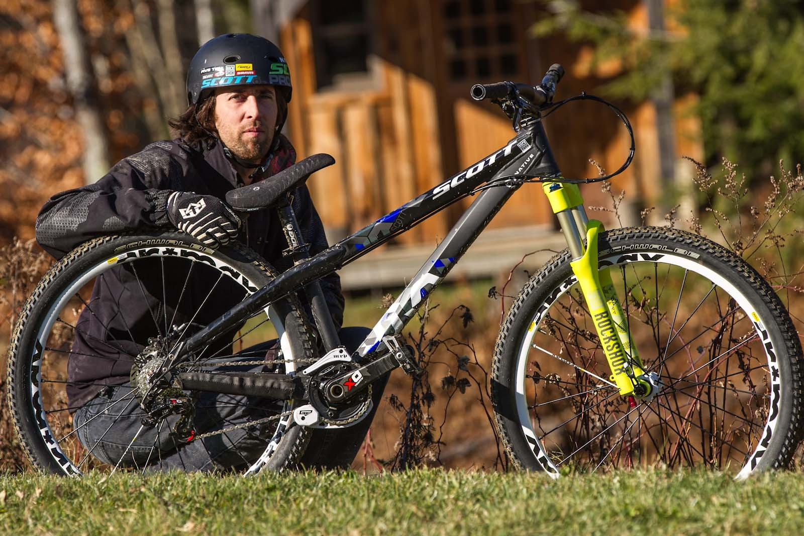 Kyle Ebbett shows off his Scott Voltage YZ TMO dirt jumper. Scroll through the photos and listen to the audio about this dialed hardtail.