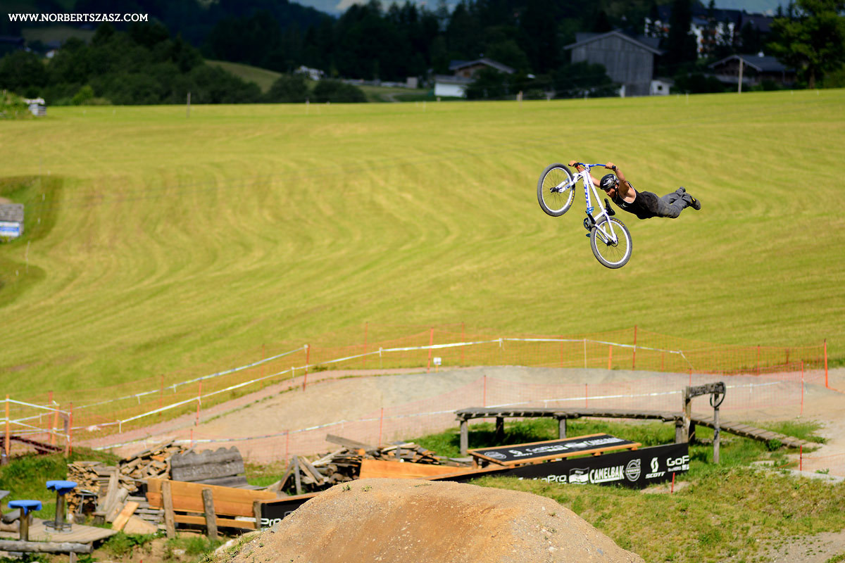 Superman Seat Gobbler - NorbertSzasz - Mountain Biking Pictures - Vital MTB